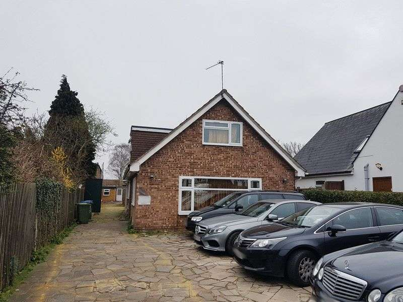 3 Bedrooms Detached Bungalow for sale in Molesey Road, WALTON-ON-THAMES, Surrey
