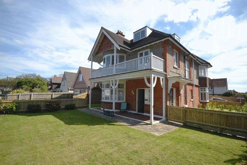 2 Bedrooms Flat for sale in Queens Park Gardens, Queens Park, Bournemouth
