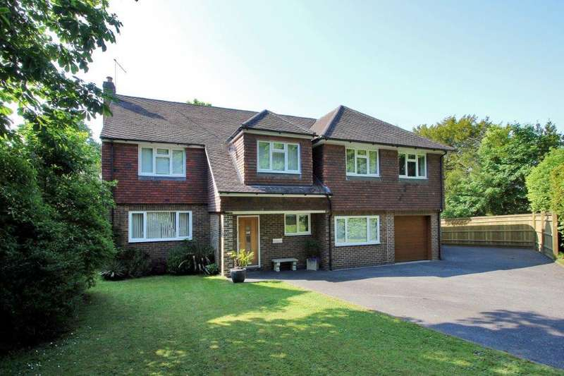 5 Bedrooms Detached House for sale in Castle Walk, Wadhurst