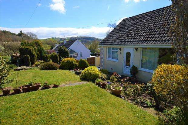2 Bedrooms Semi Detached Bungalow for sale in Holne Road, Buckfastleigh, Devon