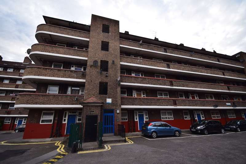 2 Bedrooms Flat for sale in Orb Street, London, London, SE17