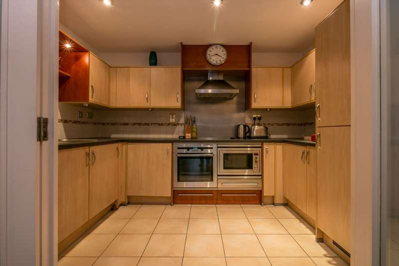 2 Bedrooms Flat for sale in Smugglers Way, London, London, SW18
