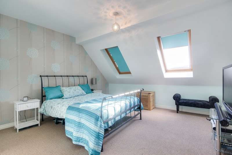 3 Bedrooms Semi Detached House for sale in Murray Drive, Leeds, West Yorkshire, LS10