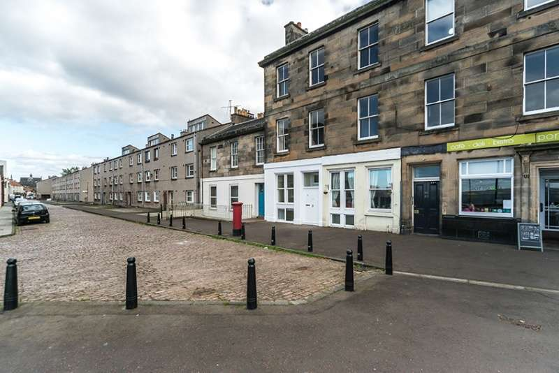 2 Bedrooms Ground Flat for sale in Newhaven Main Street, Edinburgh, EH6 4NQ