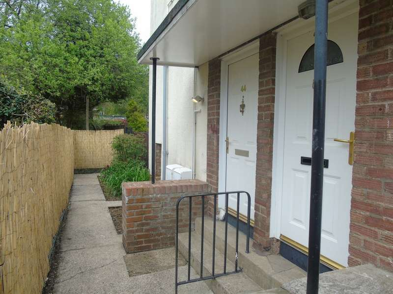 2 Bedrooms Ground Flat for sale in Roche Crescent, Cardiff