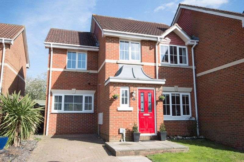 4 Bedrooms Terraced House for sale in Little Stock Road, West Cheshunt