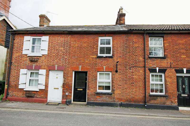 2 Bedrooms Cottage House for sale in Station Road, Overton, Basingstoke rg25