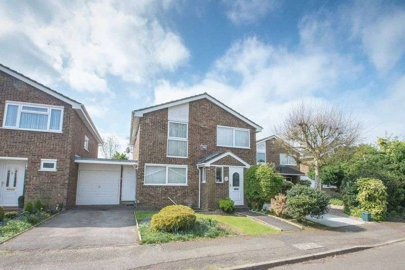 4 Bedrooms Detached House for sale in Claudian Place, St. Albans