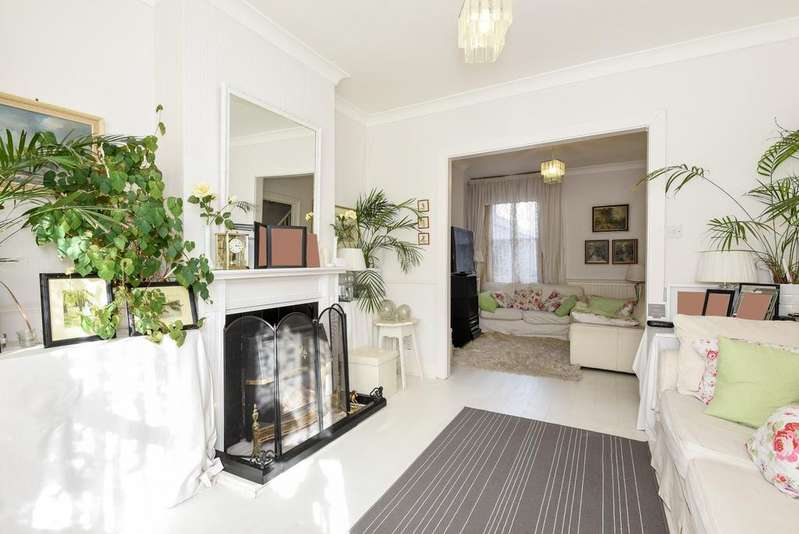 3 Bedrooms Terraced House for sale in Darrell Road East Dulwich SE22