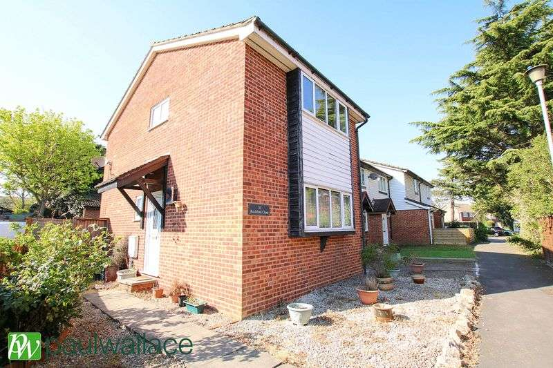3 Bedrooms Terraced House for sale in Rochford Close, Turnford