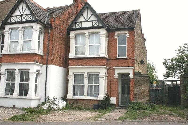 3 Bedrooms House for sale in Hamlet Court Road, Westcliff-on-Sea