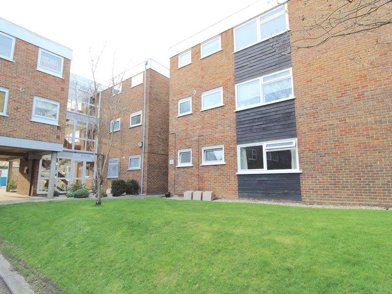 1 Bedroom Flat for sale in Hutton Road, Shenfield, Brentwood