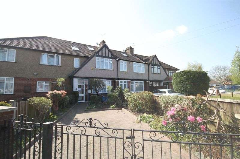 4 Bedrooms Terraced House for sale in Costons Lane, Greenford