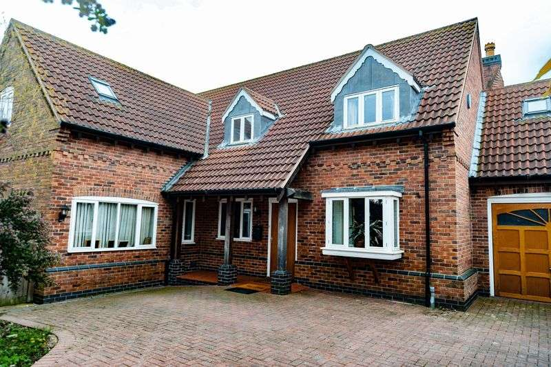 5 Bedrooms Detached House for sale in New Walks, Shepshed, Loughborough