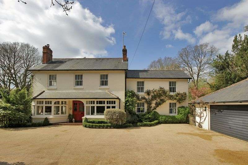 5 Bedrooms Detached House for sale in West Park Road, Copthorne, West Sussex