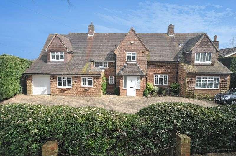 4 Bedrooms Detached House for sale in Farm Lane, Ashtead