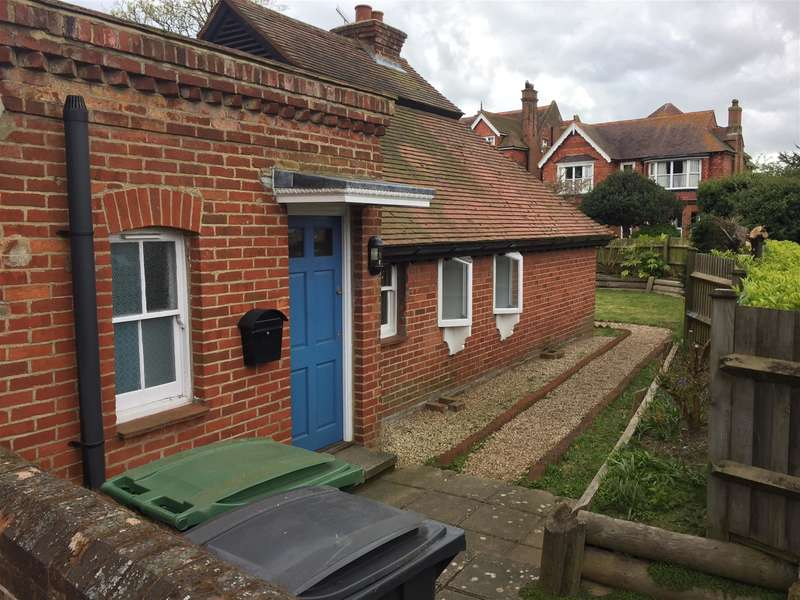 2 Bedrooms Detached House for sale in Pevensey Road, St Leonards On Sea, East Sussex, TN38 OLZ