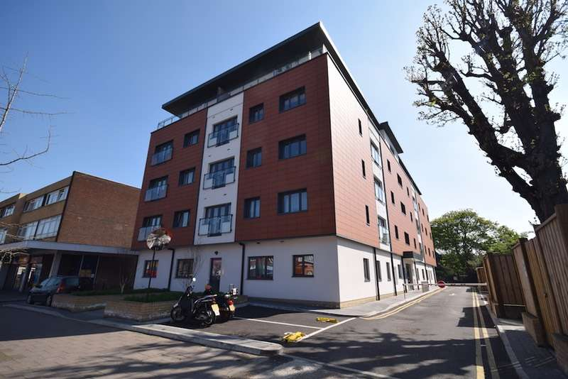 1 Bedroom Flat for sale in London Road, Mitcham, Surrey, CR4