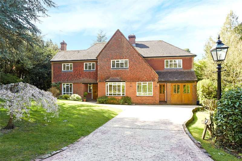 5 Bedrooms Detached House for sale in Crabtree Drive, Leatherhead, Surrey, KT22
