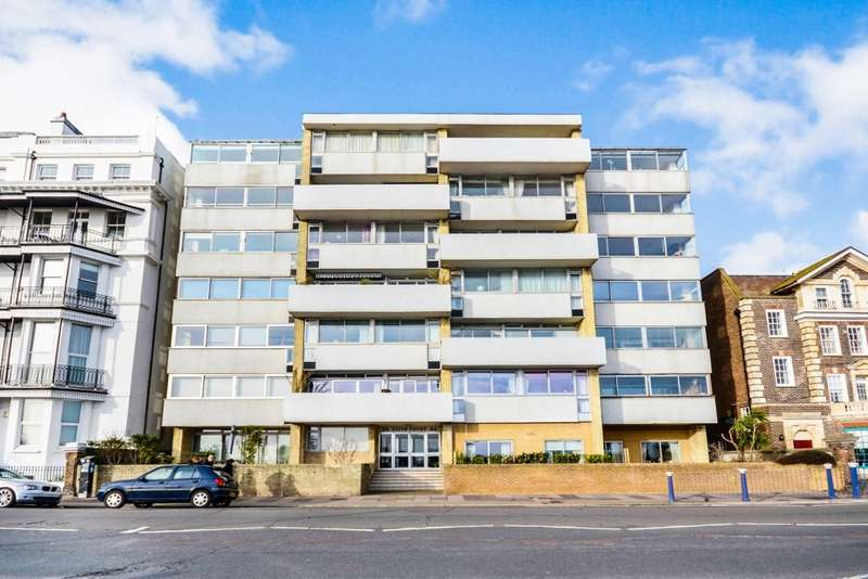 3 Bedrooms Flat for sale in Clive Court, Grand Parade, Eastbourne, BN21