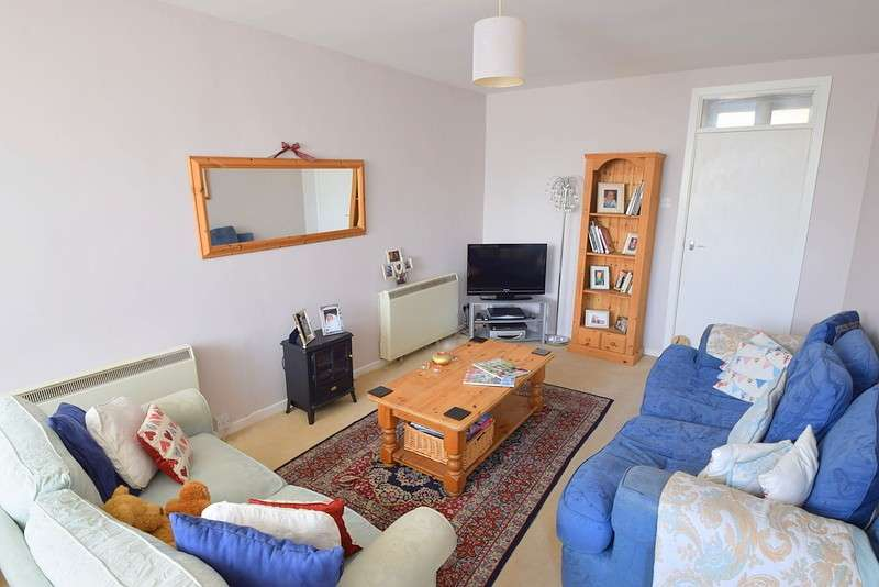 2 Bedrooms Maisonette Flat for sale in Wheatsheaf Parade, St Lukes Road, Old Windsor, SL4