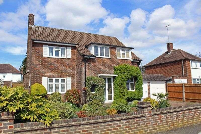 3 Bedrooms Detached House for sale in Cranleigh Gardens, Sanderstead, Surrey
