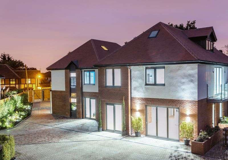 3 Bedrooms Flat for sale in 2 Grosvenor Lodge, Eden Avenue, Chigwell