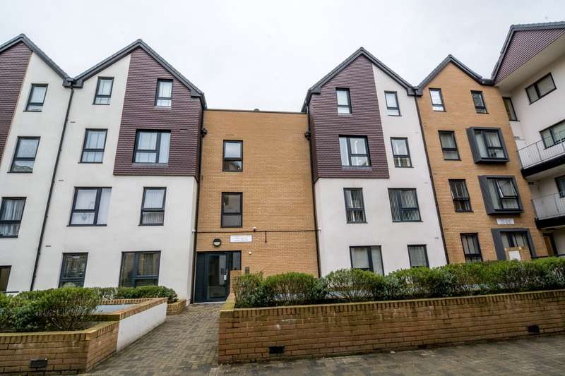 2 Bedrooms Flat for sale in Owen Square, Watford, Hertfordshire, WD19