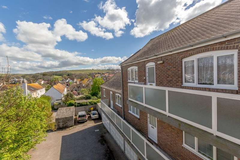 2 Bedrooms Flat for sale in Olde Place Court, The Mews, High Street, Rottingdean, Brighton BN2