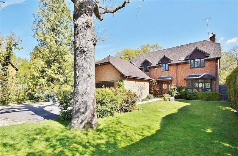 4 Bedrooms Detached House for sale in Leatherhead Road, Oxshott, Surrey, KT22