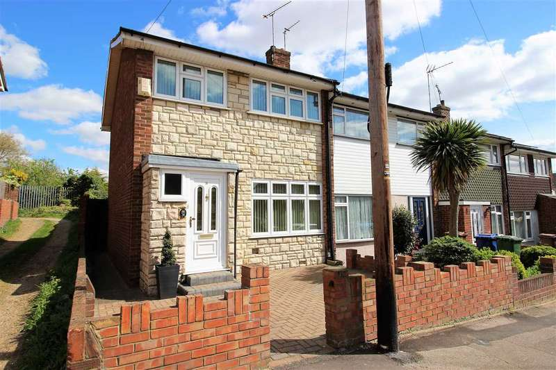 3 Bedrooms End Of Terrace House for sale in Toft Avenue, Grays