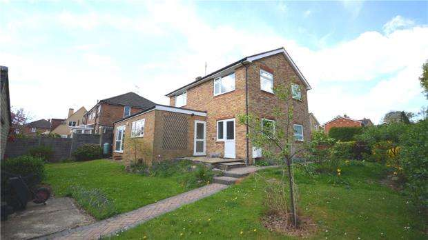 4 Bedrooms Detached House for sale in St. Davids Close, Farnham, Surrey