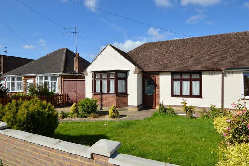 3 Bedrooms Bungalow for sale in Ryecroft Way, Stopsley, Luton, LU2 7TU