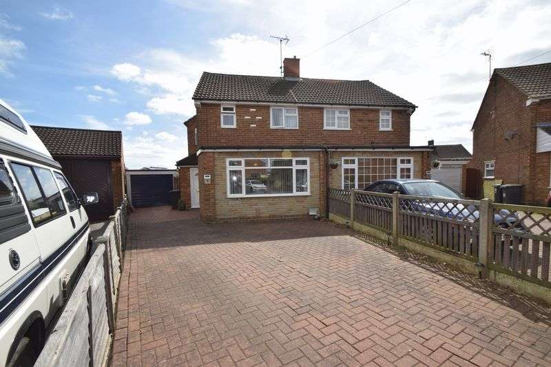 3 Bedrooms Semi Detached House for sale in Eastcott Close, Luton