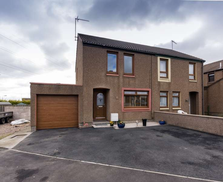 3 Bedrooms Semi Detached House for sale in Prunier Drive, Peterhead, Aberdeenshire, AB42 1ZH