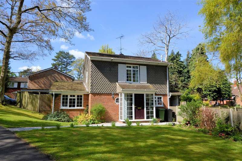 4 Bedrooms Detached House for sale in Auclum Close, Burghfield Common, Reading, RG7