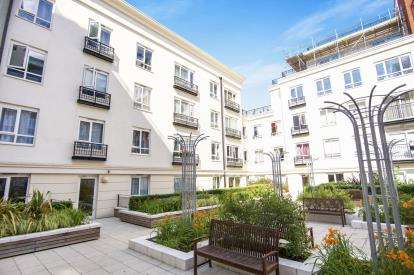 3 Bedrooms Flat for sale in Griffin House, 4 Aviation Drive, London