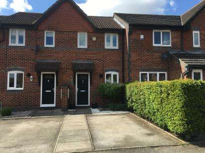 2 Bedrooms Terraced House for sale in Chepstow Close, Stevenage, Hertfordshire