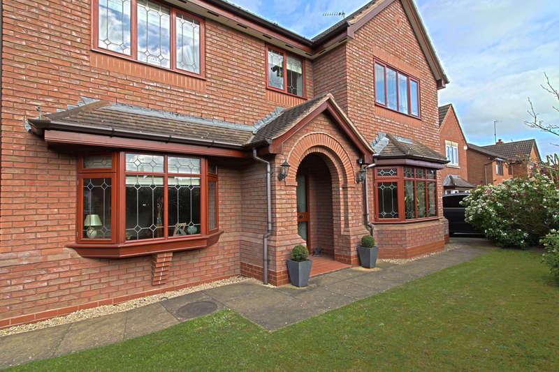 5 Bedrooms Detached House for sale in Nightingale Place, Droitwich, WR9