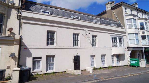 Apartment Flat for sale in Seaside, Eastbourne