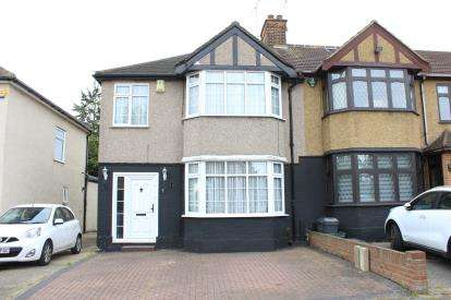 3 Bedrooms End Of Terrace House for sale in Barkingside, Ilford