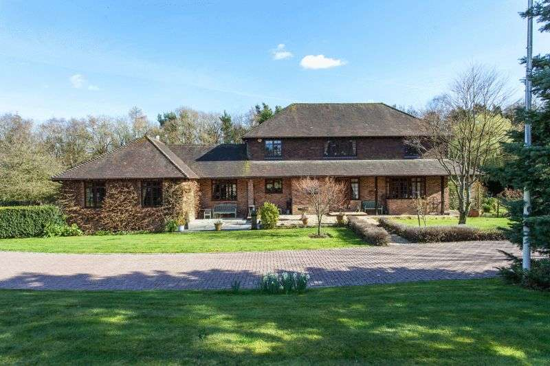 4 Bedrooms Detached House for sale in Frieth Road, Marlow