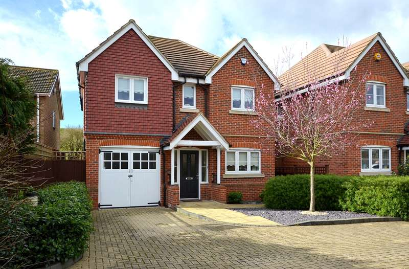 4 Bedrooms Detached House for sale in Charlton Village