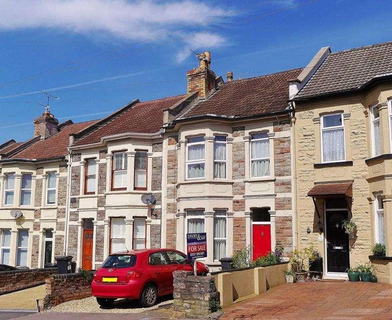 3 Bedrooms Terraced House for sale in Sandy Park Road, Brislington, Bristol