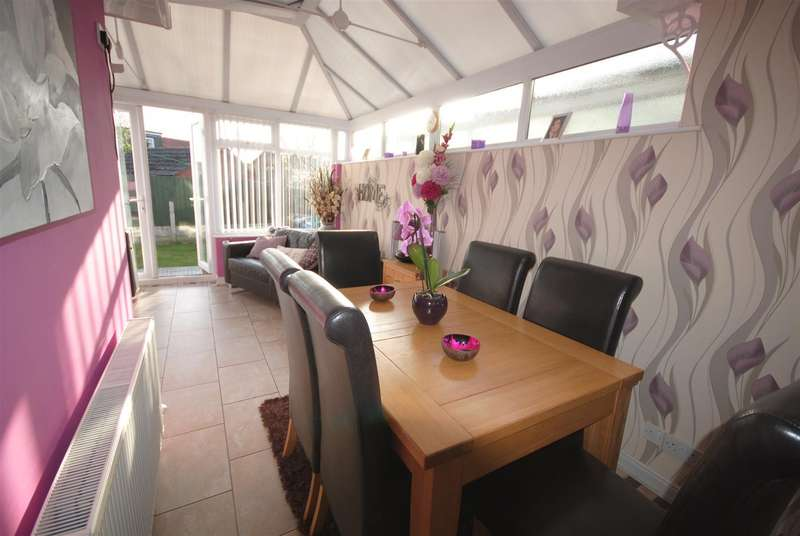 3 Bedrooms Property for sale in Manor Road, Shevington, Wigan