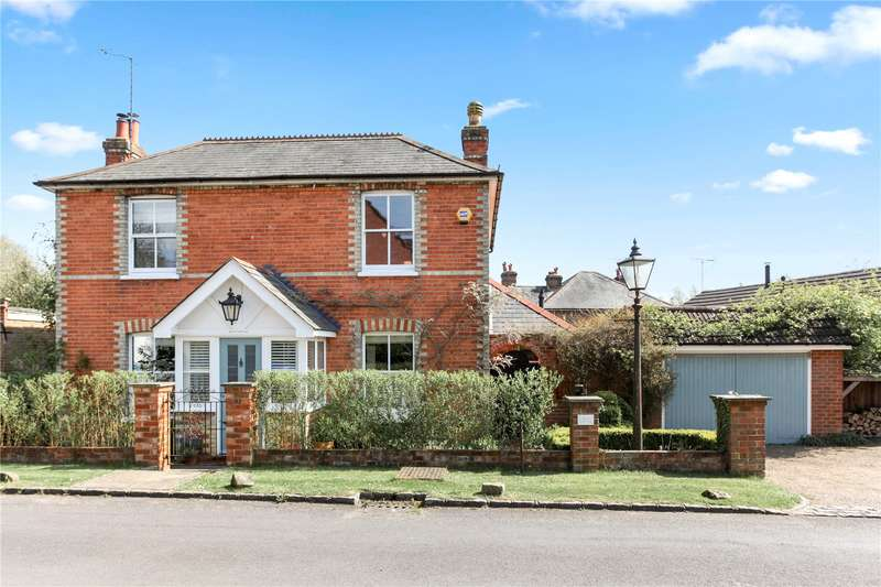 4 Bedrooms Detached House for sale in Berry Lane, Worplesdon, Guildford, Surrey, GU3