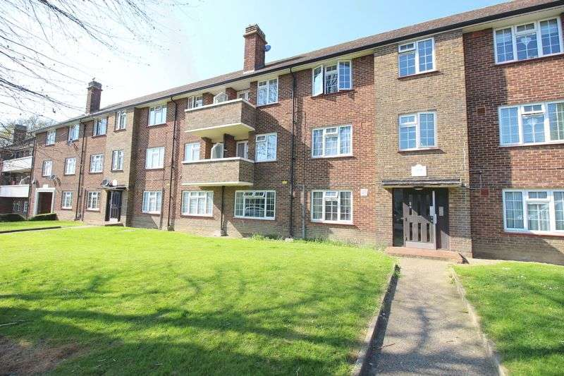 2 Bedrooms Flat for sale in Clarence Road, London
