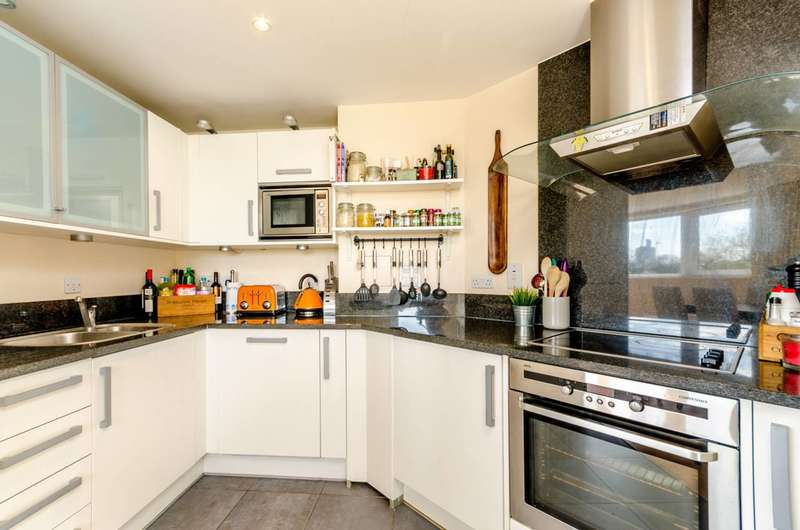 3 Bedrooms Flat for sale in Smugglers Way, Wandsworth Town, SW18