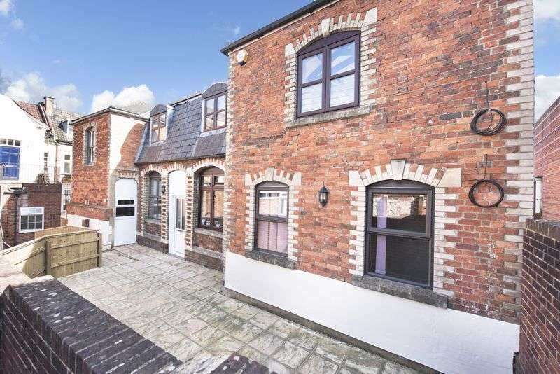 2 Bedrooms Flat for sale in Fore Street, Trowbridge
