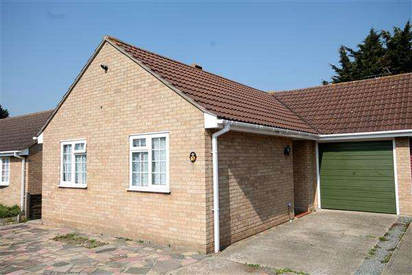2 Bedrooms Bungalow for sale in Edgeware Road, Clacton on Sea